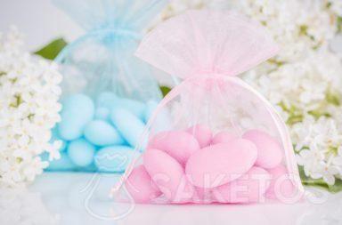 sacchi di organza rosa con mandorle