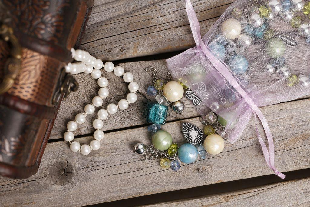 come confezionare i gioielli