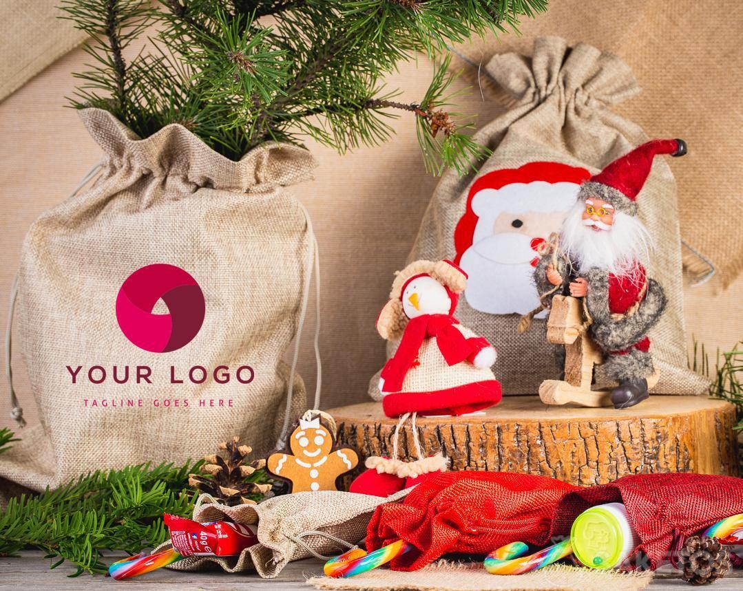 I sacchetti in tessuto diventano eleganti confezioni per i regali di Natale