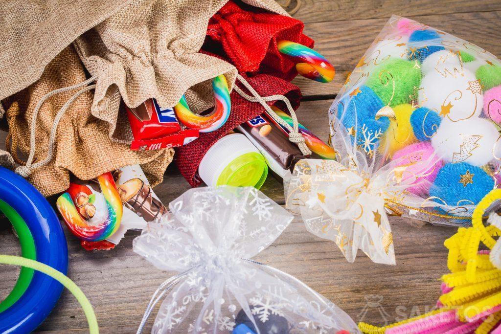 Imballaggio per regali di Natale per bambini.