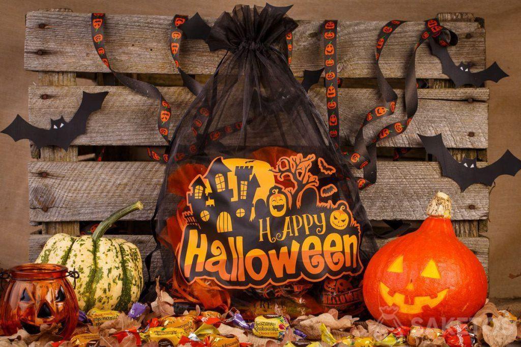I sacchetti di organza sono perfetti come decorazioni di Halloween.
