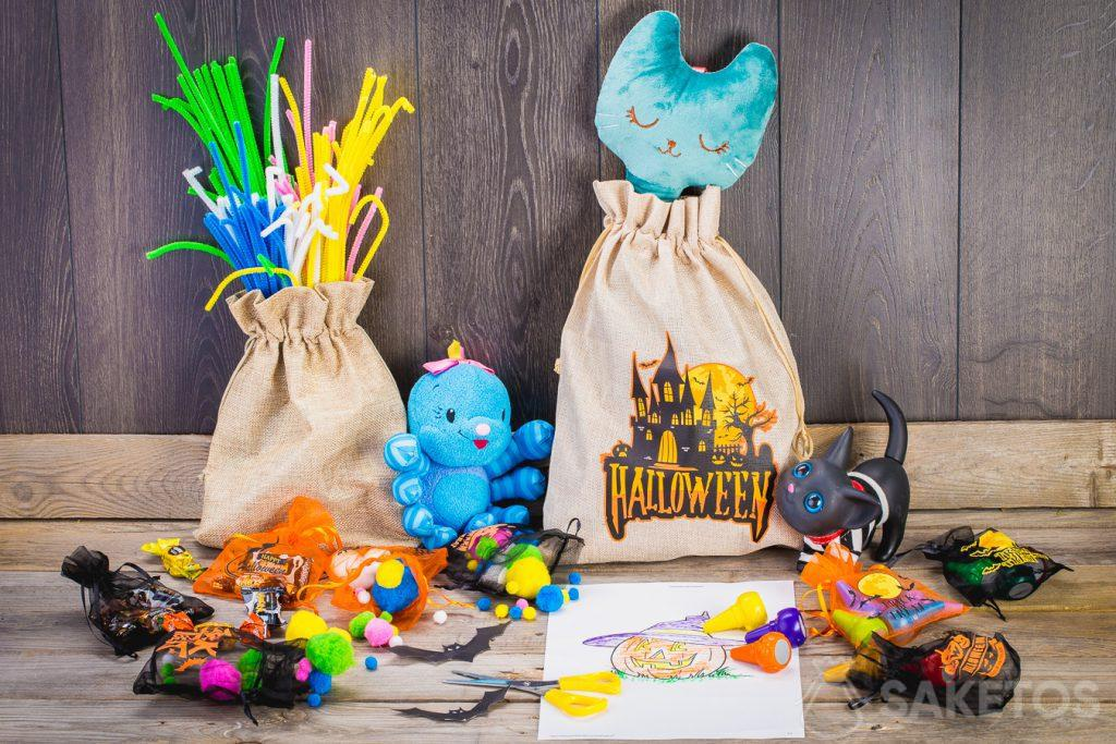 Grazie ai sacchetti puoi decorare in modo semplice la camera dei bambini per Halloween.