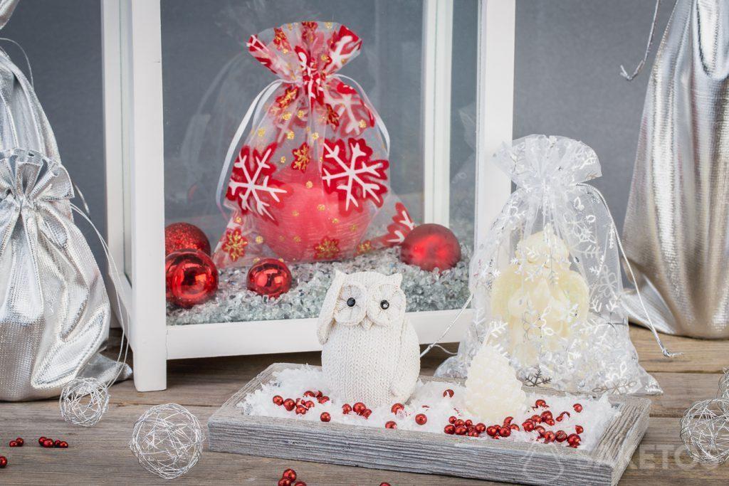 I sacchetti di Natale si abbinano molto bene alle decorazioni