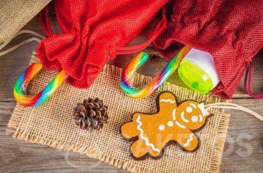 Piccoli regali per bambini come caramelle e giocattoli, ad es. le bolle di sapone, possono essere messi in sacchetti di tessuto.