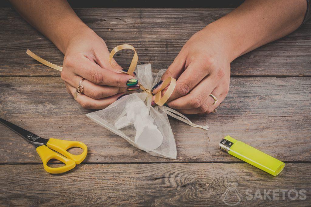 Formare le asole quando si lega un fiocco - passo 6