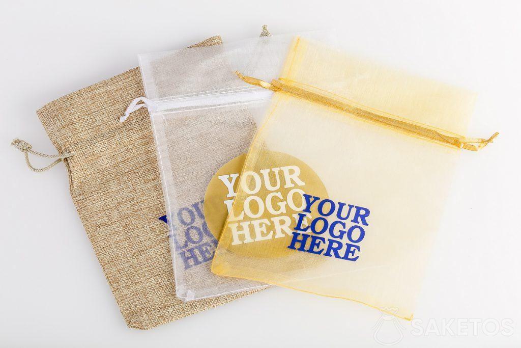 Sui sacchetti possiamo mettere una qualsiasi stampa, ad es. un logo aziendale