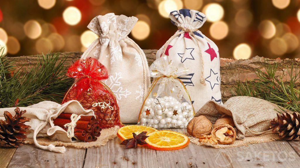 Sacchetti natalizi in tessuto per regali di Natale