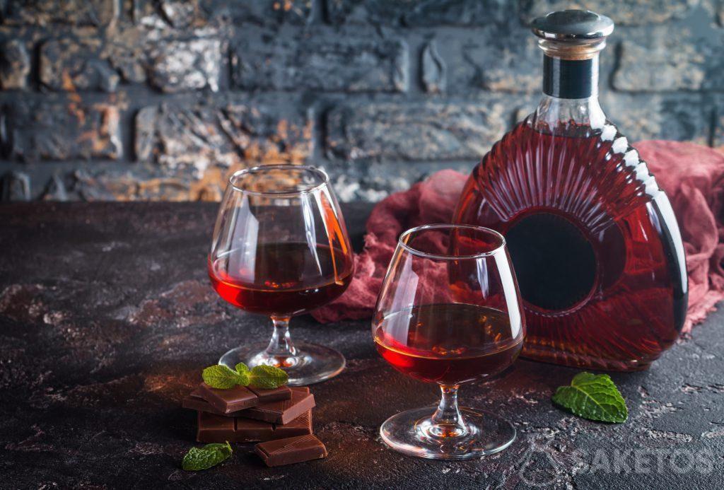 Un liquore è una fantastica idea regalo. Basta solo confezionarlo bene