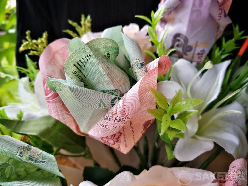 Bouquet matrimoniale con fiori origami fatti con banconote