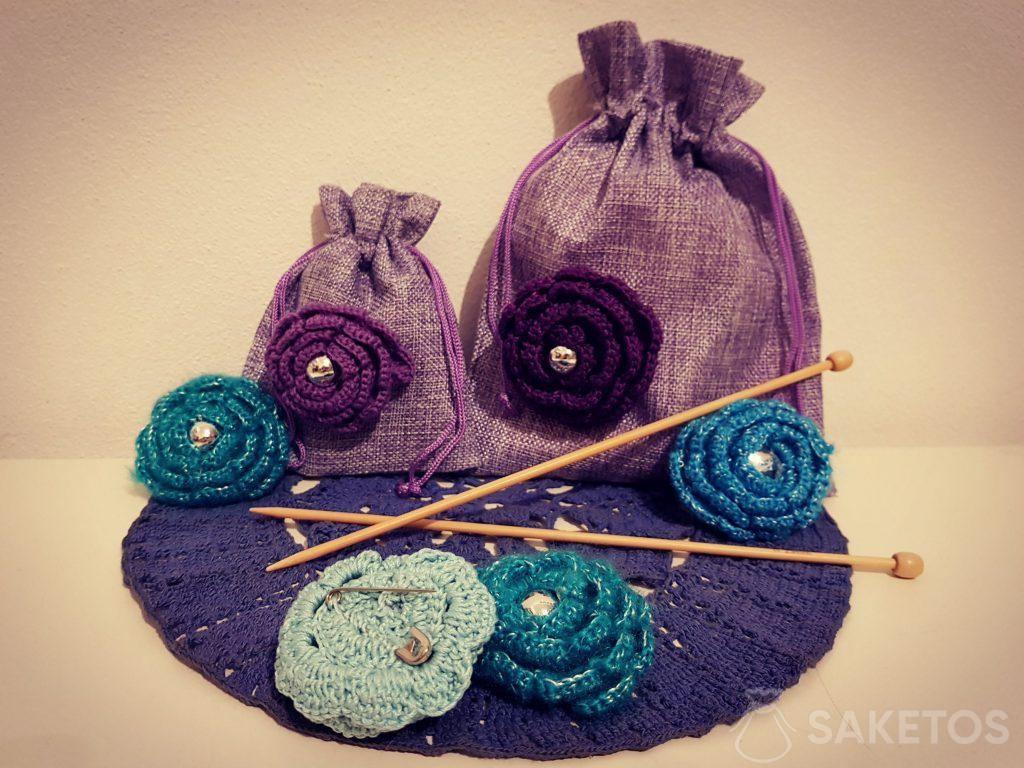 Decorazione dei sacchetti di iuta per fare regali ai propri cari