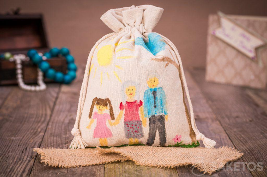 Sacchetto in lino per un regalo ai propri cari con un dipinto realizzato con colori acrilici