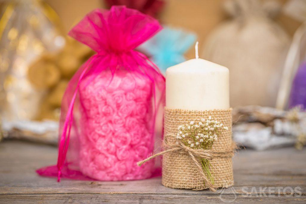 Un sacchetto di organza può diventare un'elegante confezione per candele