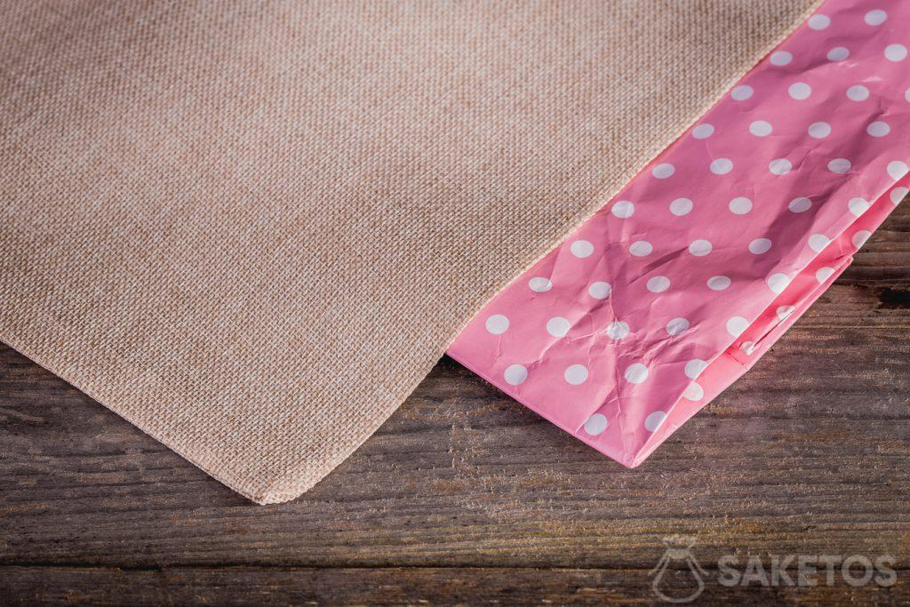 Sacchetti di lino con stampe colorate