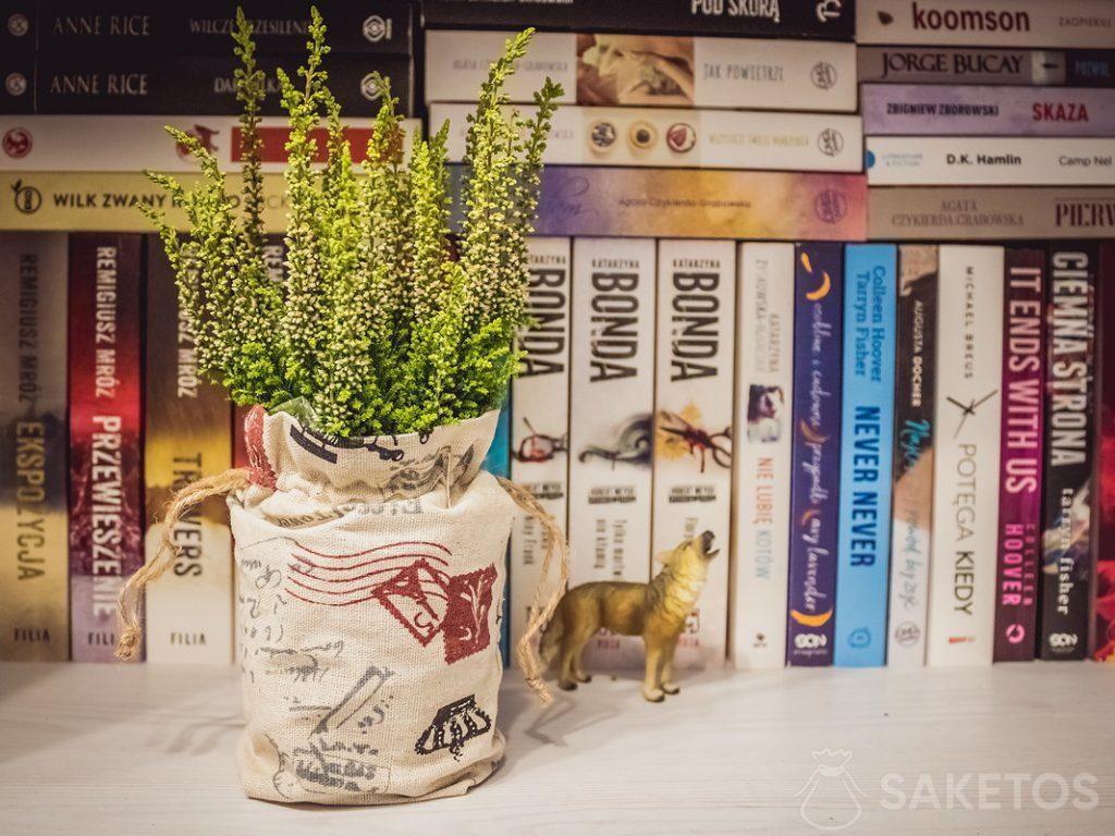 Sacchetti di lino per decorare vasi e come confezione regalo per gli invitati a un matrimonio