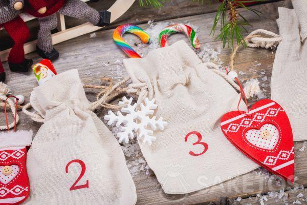 Calendario dell'Avvento realizzato con sacchetti di lino