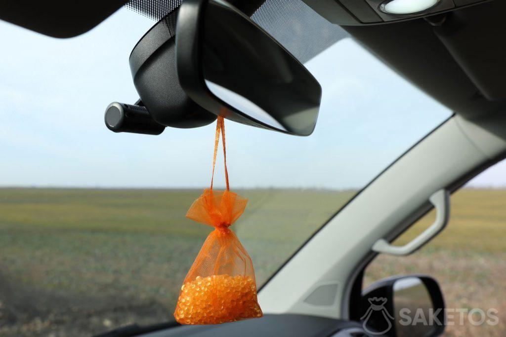 Bustina con silica gel: profumo rinfrescante per l'auto
