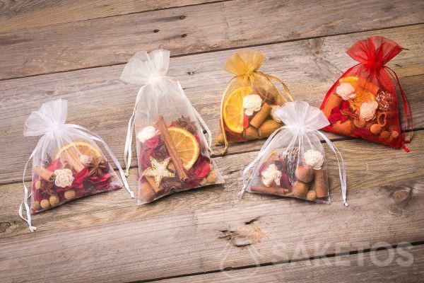 Idea regalo per le feste: sacchetti di organza con fragranze essiccate