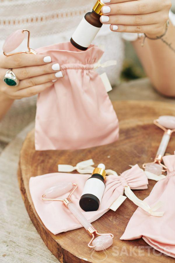 I sacchetti in tessuto sono confezioni per cosmetici davvero eleganti