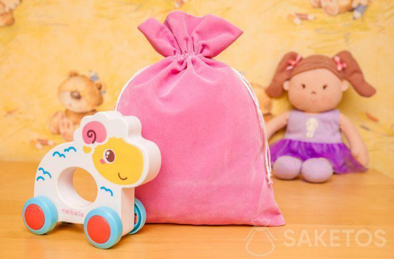 8. Regali per bambini in adorabili sacchetti di velour