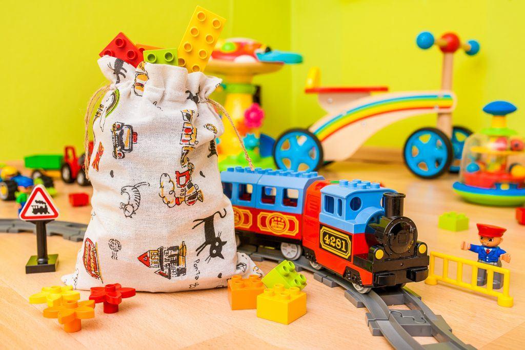 3.I sacchetti in tessuto sono perfetti per conservare giocattoli a impacchettare regali per i bambini