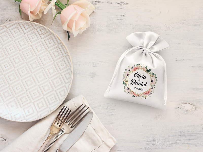 Un sacchetto in tessuto come ringraziamento per gli invitati alle nozze