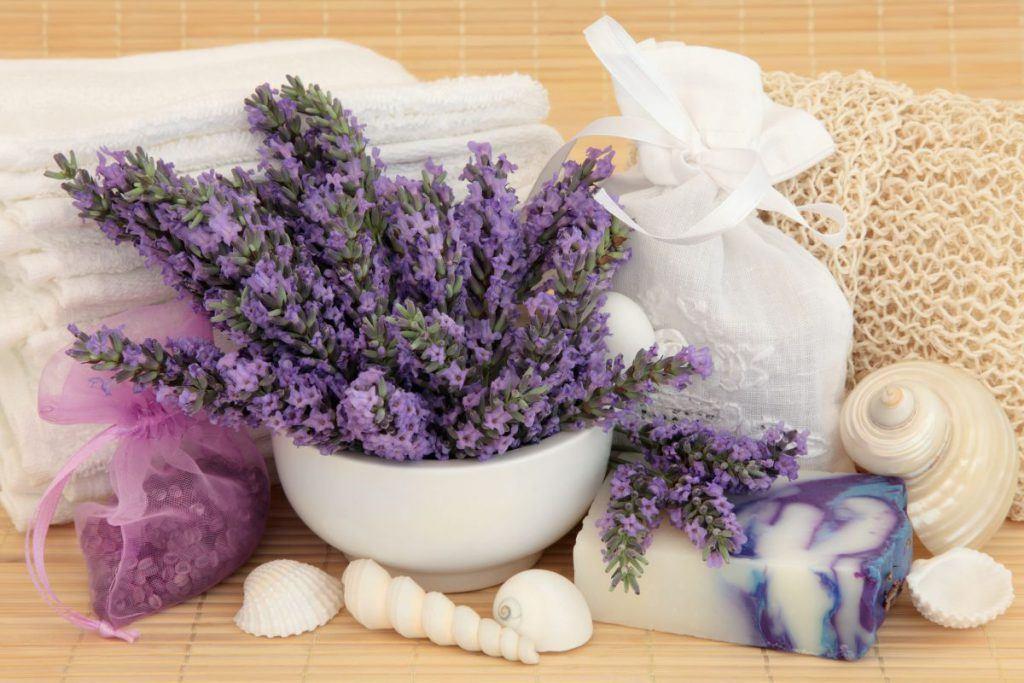 Cosmetici alla lavanda per spa casalingo